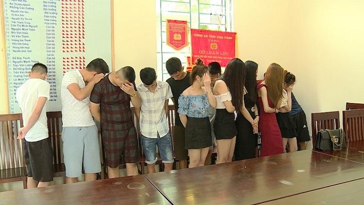 vinh phuc 15 nam thanh nu tu duong tinh voi ma tuy trong quan karaoke
