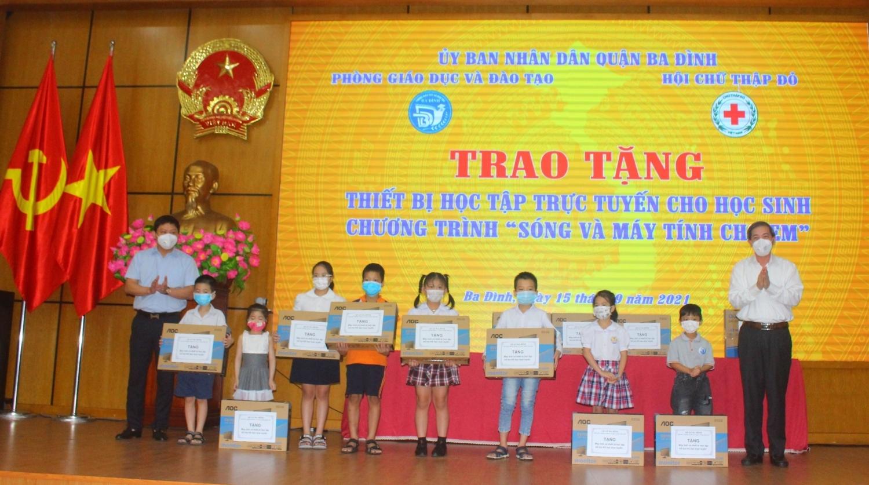 Hà Nội: 165 bộ máy tính đến với học sinh khó khăn tại quận Ba Đình