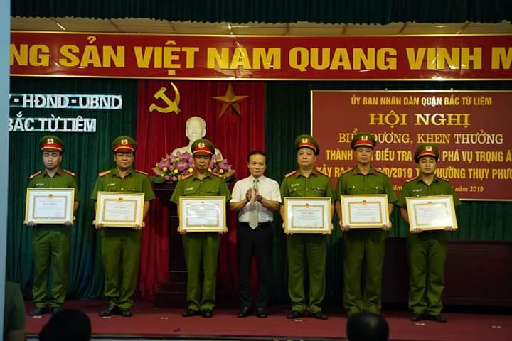 khen thuong can bo chien si nhan dan trong vu bat 2 ke sat hai nam sinh chay grab