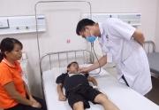 Phú Thọ: Bé trai 7 tuổi tái phát bệnh do bỏ thuốc kê theo đơn, uống thuốc nam