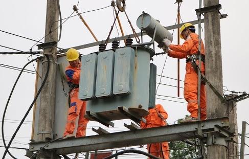 Điện lực Phú Thọ ủng hộ đồng bào miền Trung bị lũ lụt