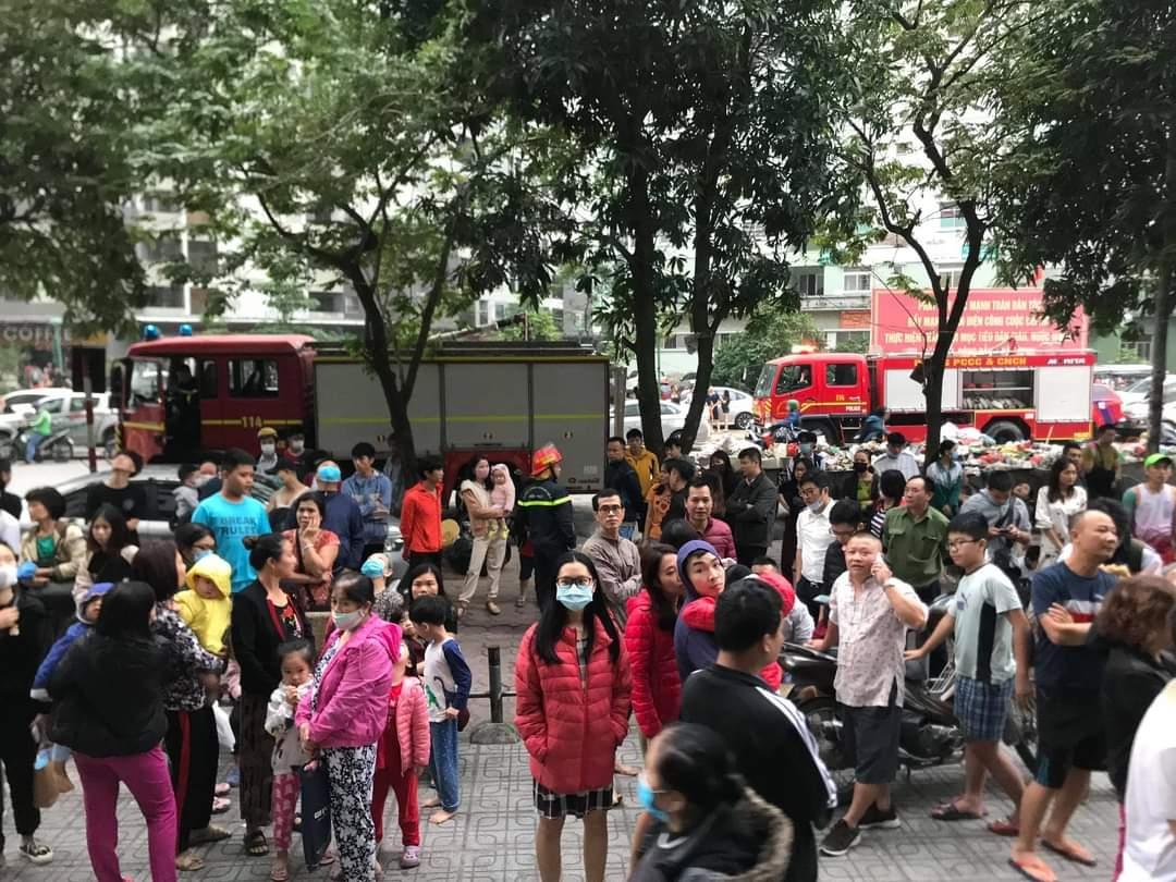 Hàng nghìn người hoảng loạn vì đám cháy lúc sáng sớm tại chung cư Đại Thanh