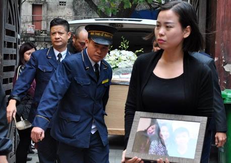 3 mẹ con trên chuyến bay MH17: Ngày về trong nước mắt