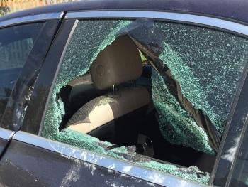 Yên Bái: Phát hiện xe Mercedes bị đập vỡ kính, bên trong có vết máu
