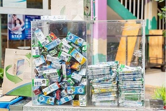 Hà Nội thực hiện thu gom, phân loại và tái chế vỏ hộp sữa trên địa bàn