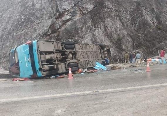 Đánh giá an toàn đối với xe giường nằm sau vụ tai nạn khiến 12 người thương vong