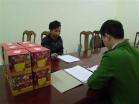 Lạng Sơn: Thợ xây mang pháo từ Trung Quốc về quê ăn tết