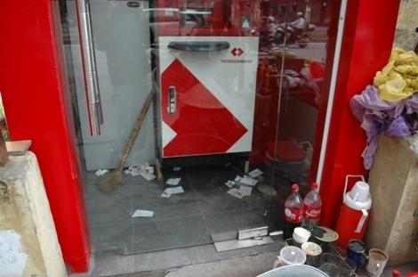 ATM thế này mà cứ đòi... thu phí