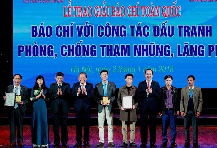 31 tac pham dat giai bao chi voi cong tac dau tranh phong chong tham nhung lang phi