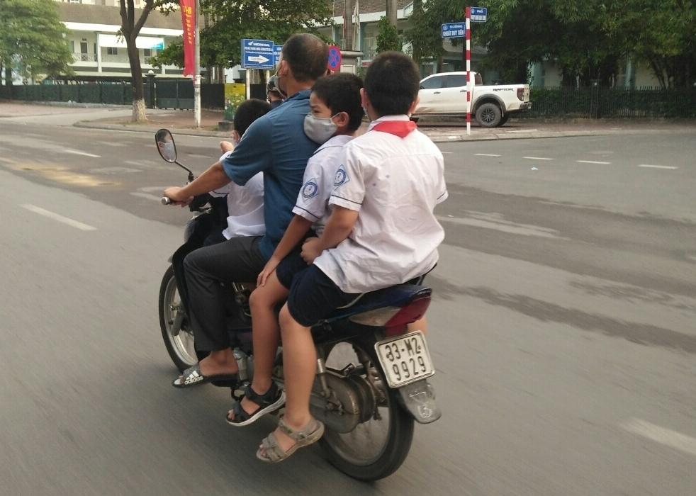 Hà Nội: Cha mẹ học sinh phải ký cam kết về an toàn giao thông