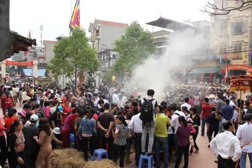 Ngày hội kéo lửa thổi cơm làng Thị Cấm