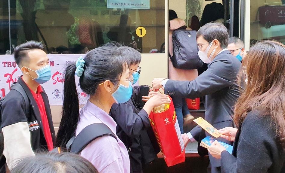 Hỗ trợ 5.000 vé xe cho sinh viên khó khăn về quê đón Tết