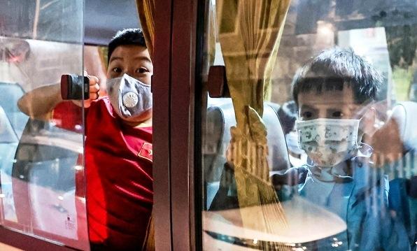28 học sinh và phụ huynh Tiểu học Xuân Phương được về nhà đón Tết