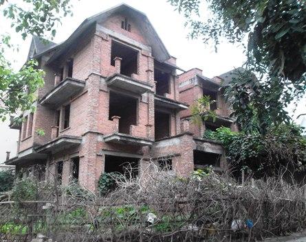 """Những biệt thự """"hoang"""" ở Văn Quán"""