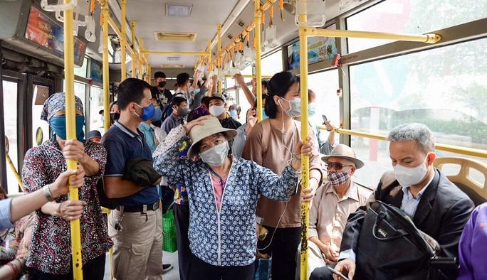 Hà Nội dừng giãn cách hành khách trên phương tiện vận tải công cộng từ ngày 8/3