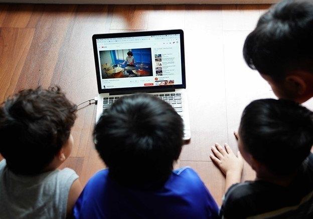 Lập đường dây nóng xử lý nhanh để bảo vệ trẻ em trên không gian mạng