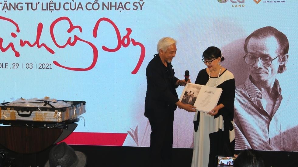 Trao tặng những tư liệu quý về nhạc sĩ Trịnh Công Sơn