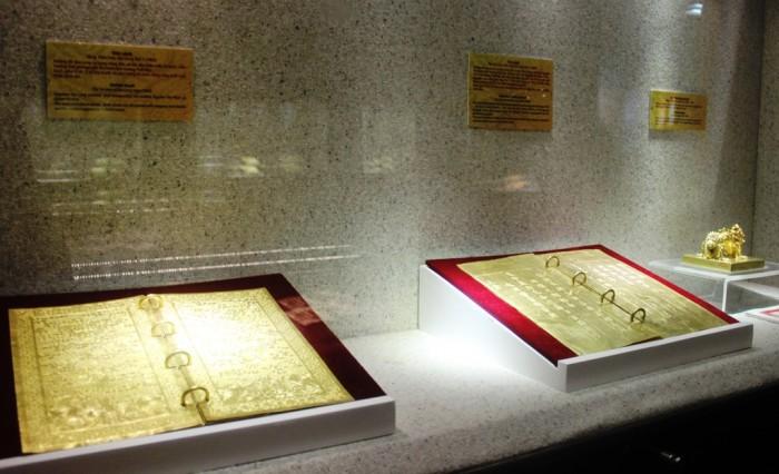 Chiêm ngưỡng bộ sưu tập sách vàng ròng triều Nguyễn