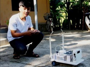 Robot phun thuốc trừ sâu ứng dụng công nghệ IoT