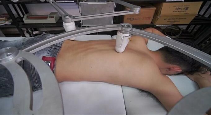 sinh vien che tao robot massage