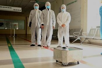 Đưa robot lau sàn khử khuẩn vào hỗ trợ điều trị Covid-19