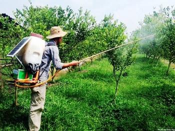 Bình phun thuốc bảo vệ thực vật sử dụng năng lượng mặt trời