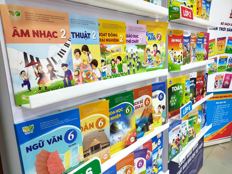 Hà Nội phê duyệt danh mục sách giáo khoa lớp 2 và lớp 6 mới