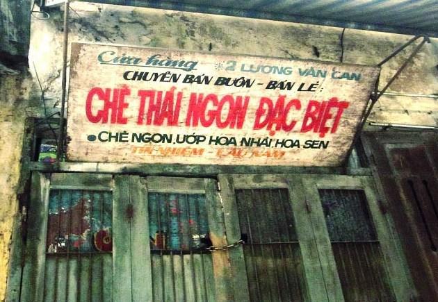 """Biển hiệu """"một thời"""" trên phố cổ Hà Nội"""