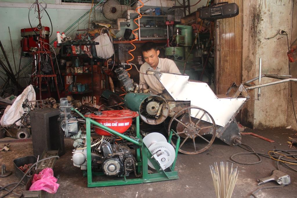Thợ sửa xe chế tạo máy nông nghiệp