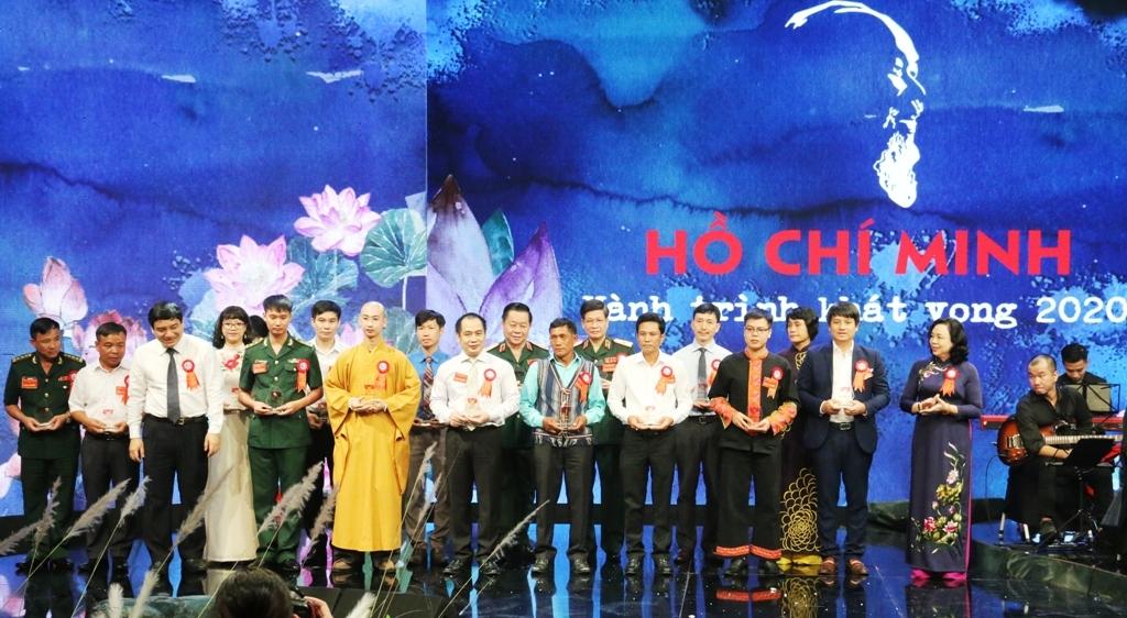 tuoi tre dau khi tham gia chuong trinh giao luu dien hinh toan quoc ho chi minh hanh trinh khat vong 2020
