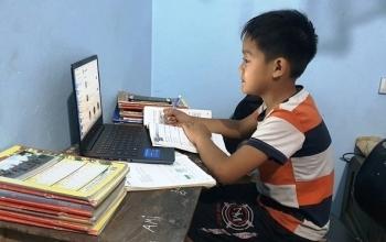 Học sinh Vĩnh Phúc làm bài kiểm tra học kỳ II bằng hình thức trực tuyến