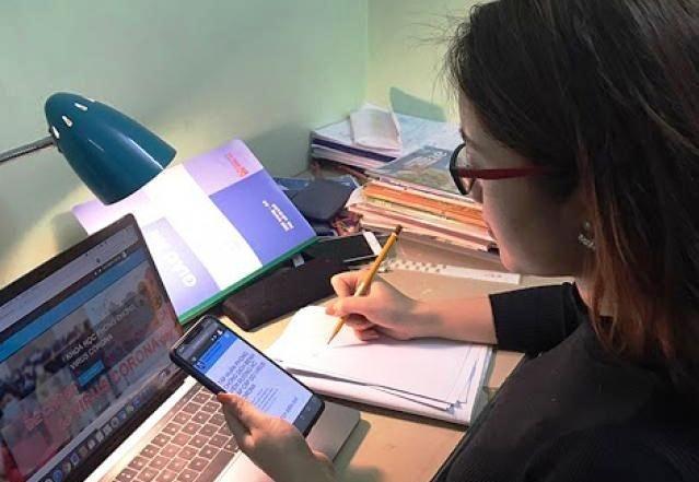 Hà Nội: Học sinh lớp 12 tham gia kiểm tra khảo sát trực tuyến