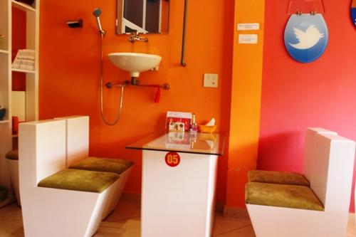 the gioi ca phe toilet