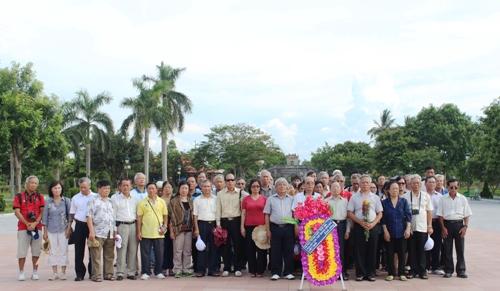 Cán bộ hưu trí địa chất, trắc địa về thăm Thành cổ Quảng Trị