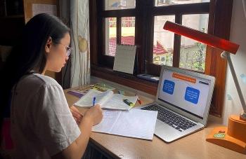 Hà Nội: Thí sinh làm thủ tục thi dự thi lớp 10 theo hình thức trực tuyến