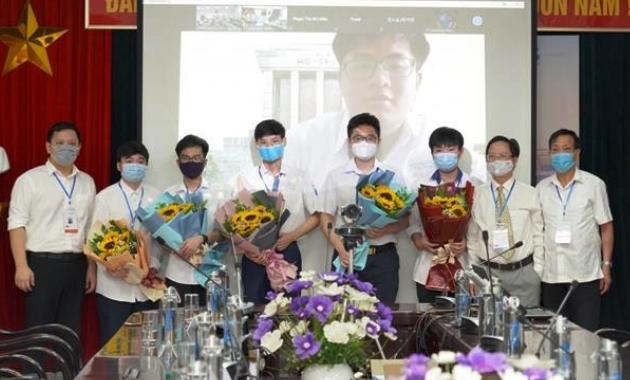 Việt Nam giành Huy chương Vàng tại Olympic Toán học quốc tế 2021