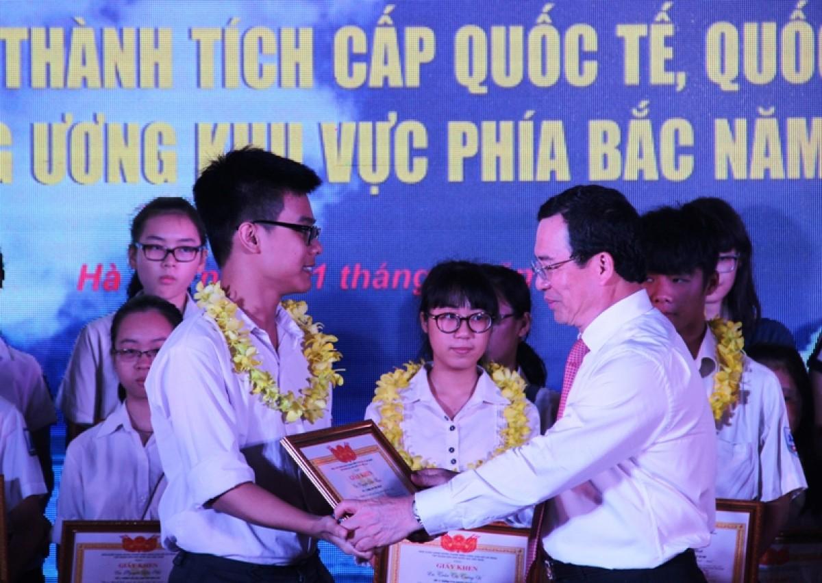 le hoi chao mung thanh cong dai hoi dang bo tap doan lan thu ii