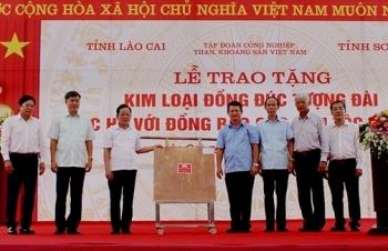 """TKV trao tặng kim loại đồng đúc tượng đài """"Bác Hồ với đồng bào các dân tộc Tây Bắc"""""""