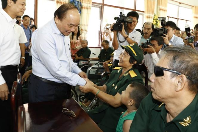 trien lam khat vong vuon len vi nan nhan chat doc da camdioxin viet nam