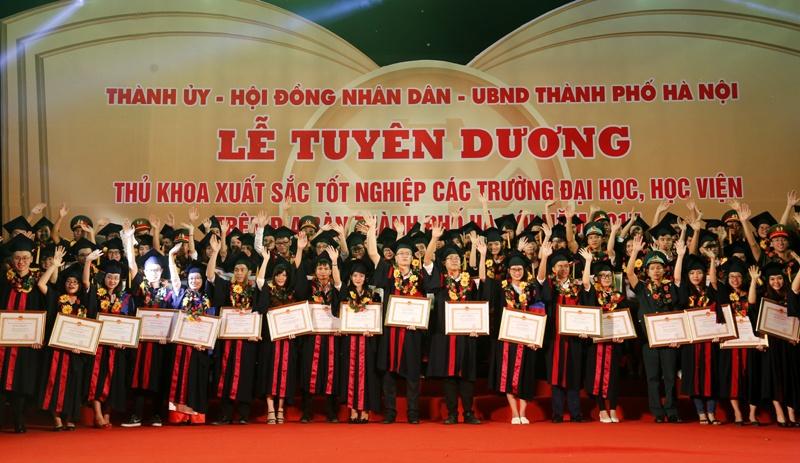 Tuyên dương 84 thủ khoa xuất sắc các trường đại học năm 2017