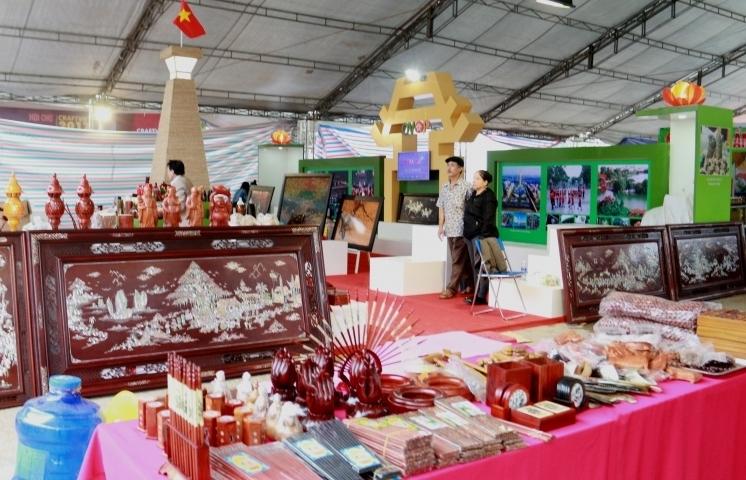 "Gần 250 doanh nghiệp tham gia hội chợ ""Hanoi Gift Show 2018"""