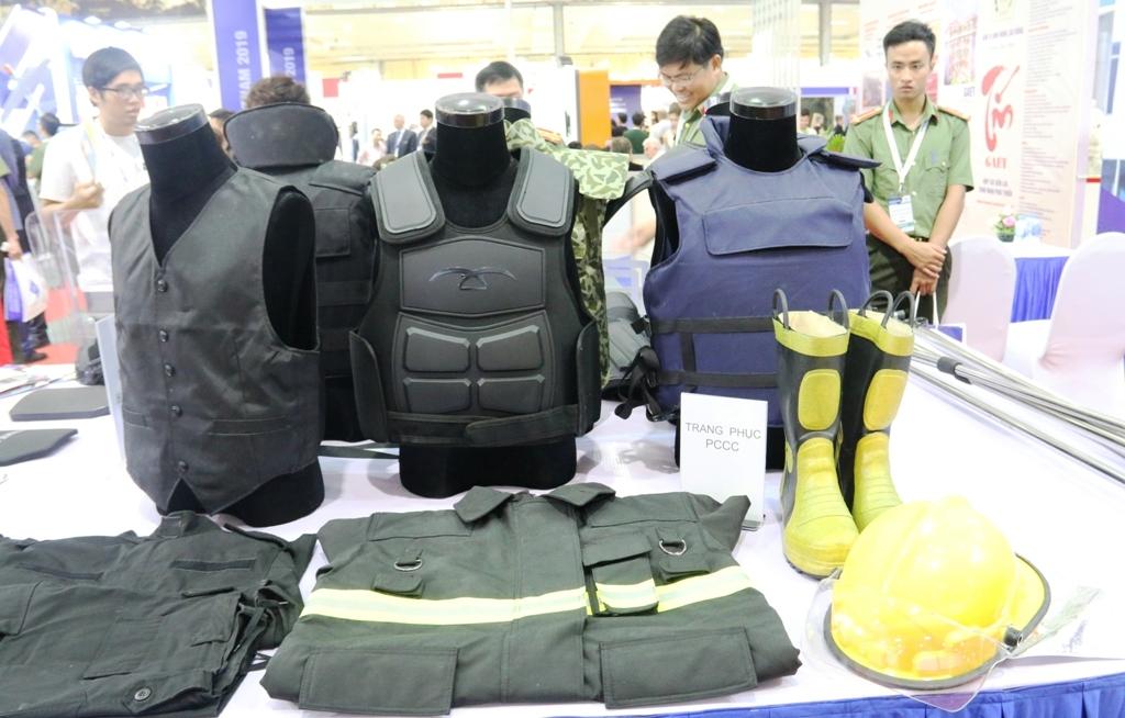 trung bay vat lieu no thiet bi quoc phong an ninh tai dse vietnam 2019