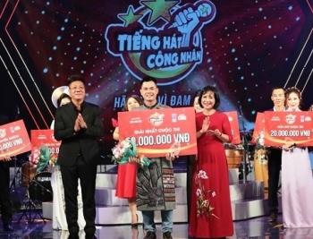 """Thí sinh Trần Ngọc Đỉnh giành ngôi vị quán quân cuộc thi """"Tiếng hát công nhân"""""""