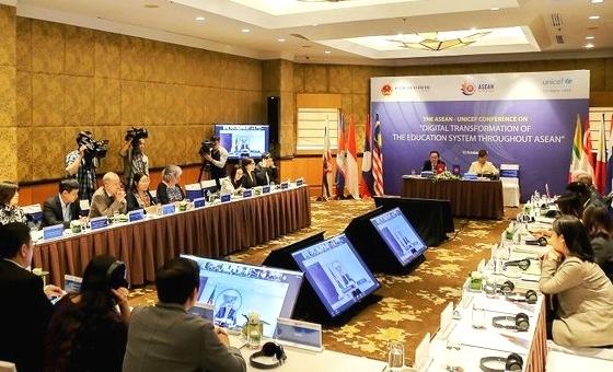 Tiên phong chuyển đổi số thu hẹp khoảng cách tiếp cận giáo dục ASEAN