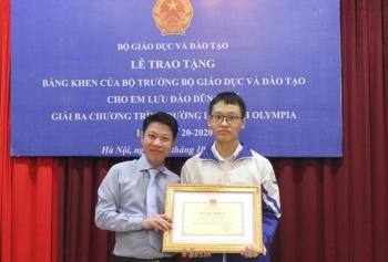 Bộ Giáo dục và Đào tạo tặng bằng khen cho nam sinh trường chuyên Sư phạm