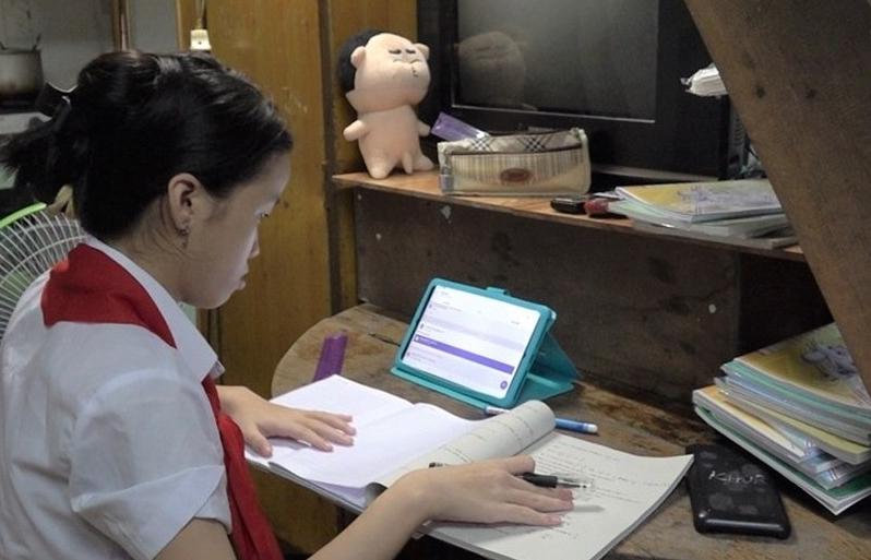 Hỗ trợ thiết bị học trực tuyến cho 3.300 học sinh khó khăn