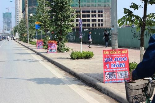 Bảo hiểm xe máy 'giá rẻ' bán ở vỉa hè