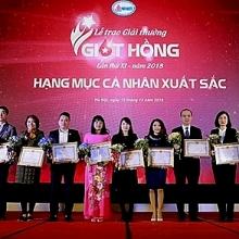ton vinh 27 tap the ca nhan nhan giai thuong giot hong nam 2018