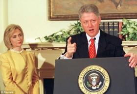 Bà Hillary Clinton đối mặt với bê bối ái tình của chồng như thế nào?