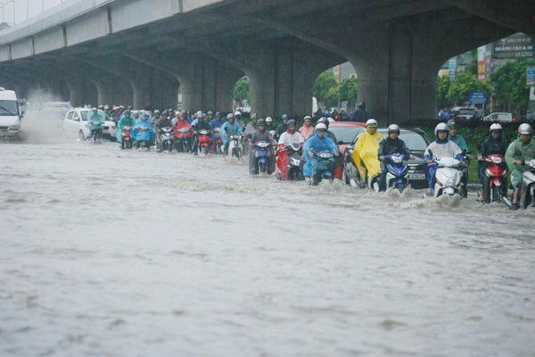 Hôm nay, Hà Nội có mưa to, gió giật đến cấp 8